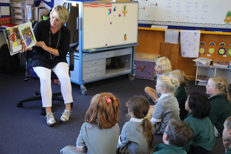 Red Cross Community Outreach and Development worker Denise McKee reads 'Kiri and the Emergency' at Seddon School.