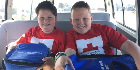 Southland school students Caleb and Bryden deliver Meals on Wheels during Red Cross' Young Humanitarians programme.