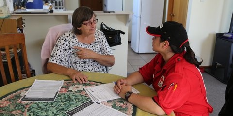 Kaikoura resident Diane Edkins chats with New Zealand Red Cross Disaster Welfare and Support Team member Honor Columbus during an outreach visit.