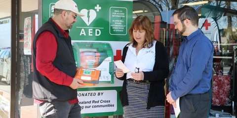 AED demonstration at the Red Cross Christchurch shop