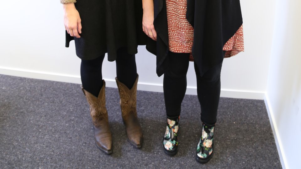 Elodie & Rebecca swapping shoes