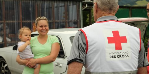 Shannen and Zaiden chat with a Red Cross volunteer after the Kaikoura earthquake