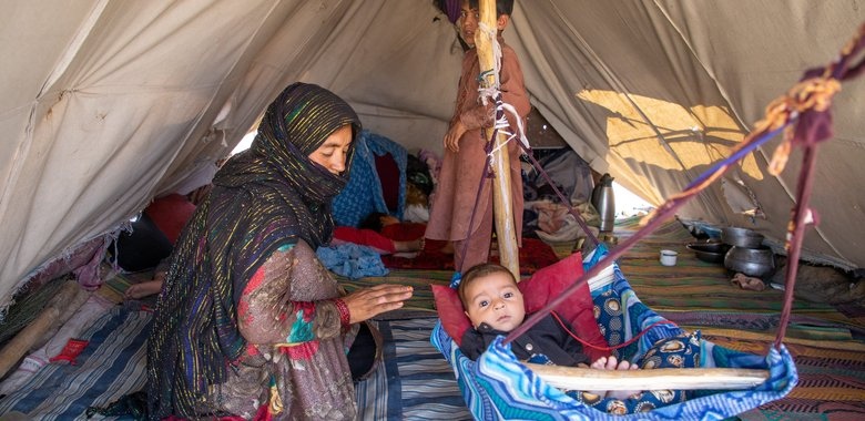 Family being supported by Afghan Red Crescent