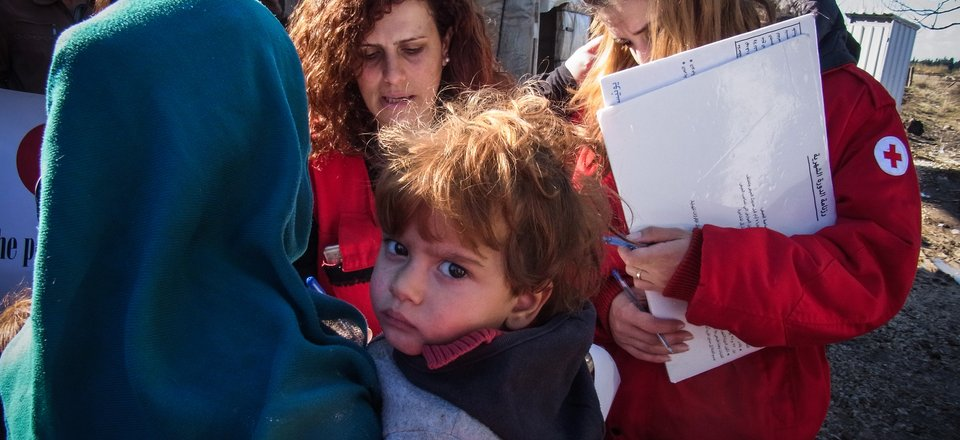 Red Cross help people in Syria